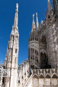 Architecture gothique au sommet de la Cathédrale de Milan - Duomo di Milan