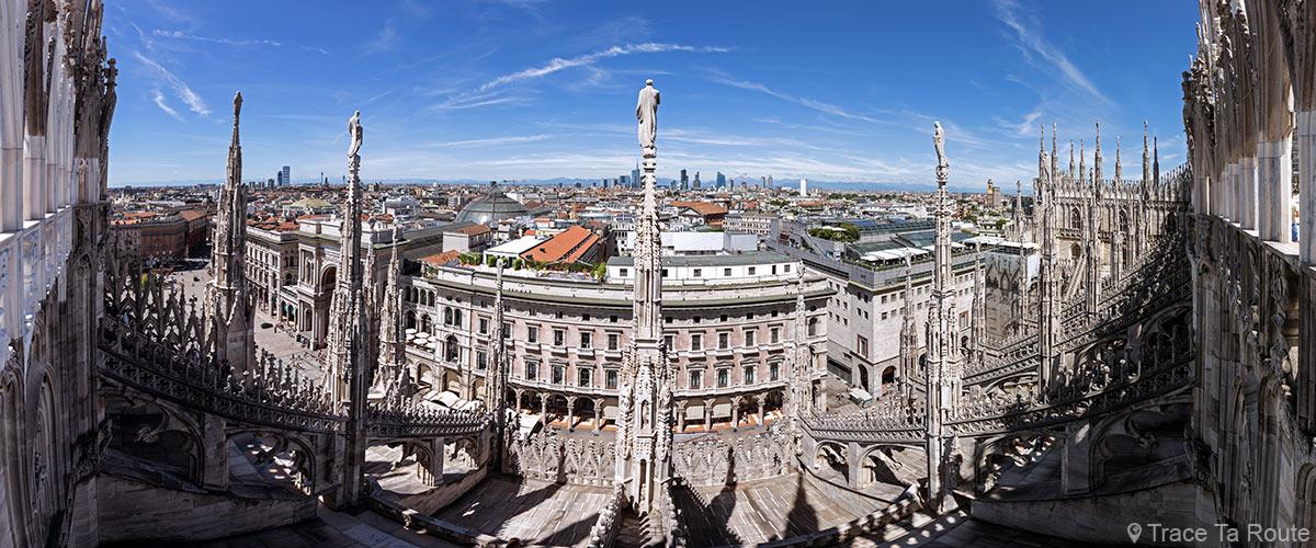 Vue sur Milan sur le Toit Terrasse au sommet de la Cathédrale de Milan - Duomo di Milan