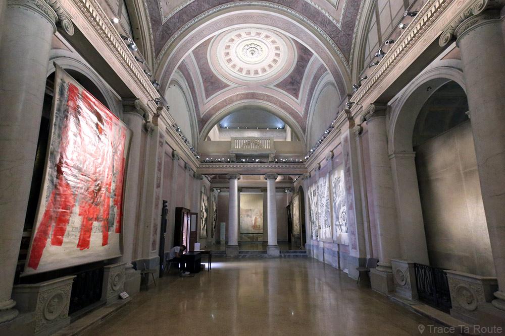 Église Chiesa San Gottardo de Milan - intérieur exposition art contemporain