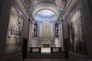 Église Chiesa San Gottardo de Milan - autel intérieur exposition art contemporain