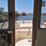 Vie à bord, poste de pilotage du Goujon, bateau Eau Claire 930