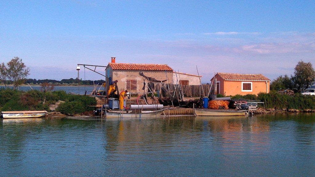 Maison de pécheurs sur le canal du Rhône à Sète, vers Villeneuve-les-Maguelones