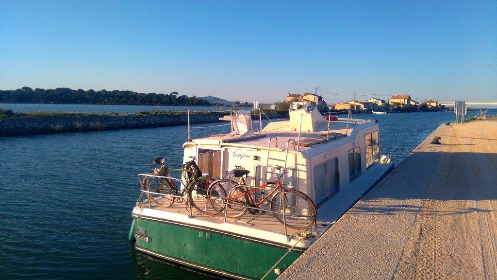 Halte fluviale à la plage des aresquiers, bateau Goujon des Canalous, eau claire 930