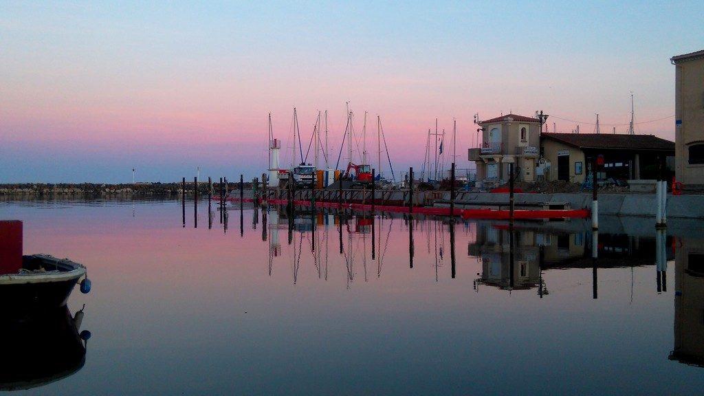 Coucher de soleil, port de marseillan ville, voyage en péniche avec les canalous