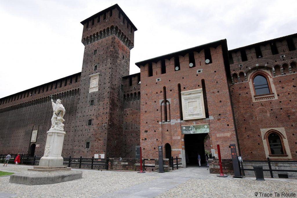 Tour entrée Château Castello Sforzesco de Milan