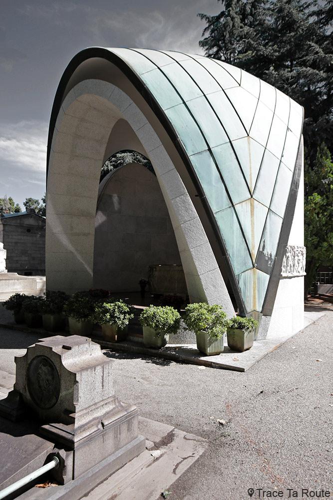 Famille Franco Dompè di Mondarco (1959-1963) architectes : Clerici di Cavenago et Stefano Lo Bianco - Sculpteur : Nando Conti Cimetière Monumental de Milan