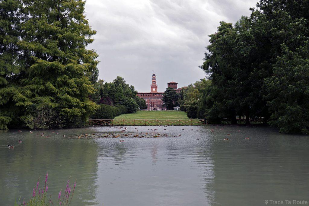 Castello Sforzesco di Milano - Le Château médiéval Sforza depuis le Parco Sempione à Milan