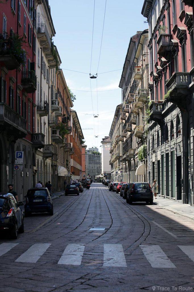 Rue de Milan : Corso Garibaldi et la tour gratte-ciel UniCredit Milano