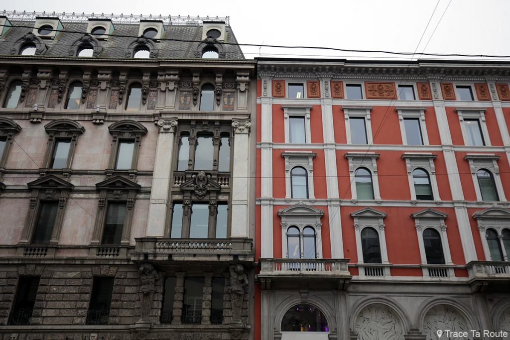 Rue de Milan : façades de bâtiment sur la Via, Milano