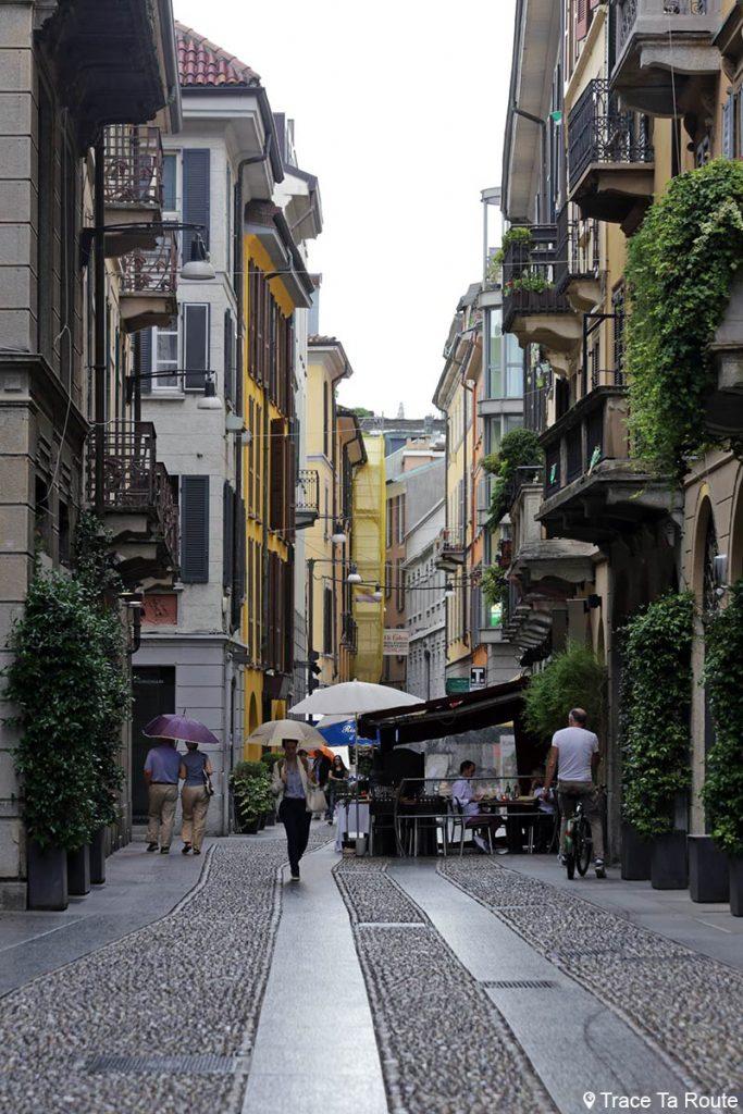 Rue piétonne pavée de Milan : Via Fiori, Milano