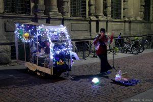 Chanteuse de rue Piazza della Scala, Milano