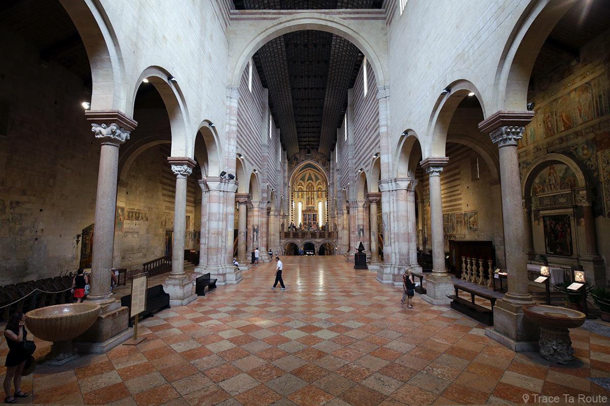 Architecture romane intérieur Nef de la Basilique San Zeno de Vérone - Basilica San Zeno Maggiore di Verona