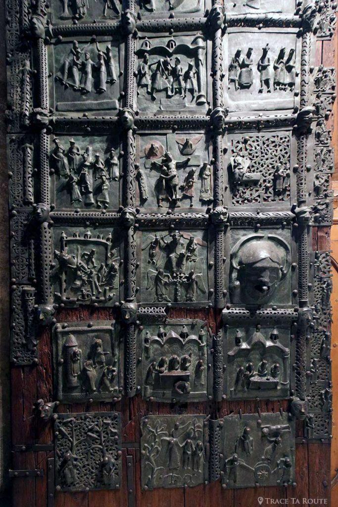 Porte en bronze - intérieur Nef de la Basilique San Zeno de Vérone - Basilica San Zeno Maggiore di Verona