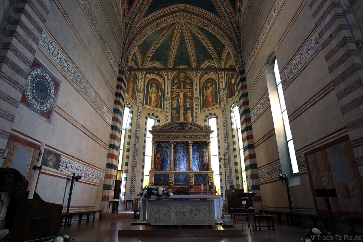 "Autel de la Basilique San Zeno de Vérone, maitre-autel ""La Vierge en majesté"" de Andrea Mantegna - Basilica San Zeno Maggiore di Verona"