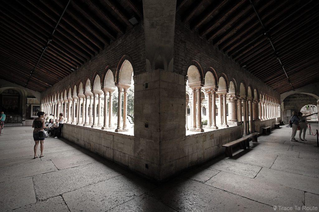 Cloitre de la Basilique San Zeno de Vérone - architecture intérieur Basilica San Zeno Maggiore di Verona