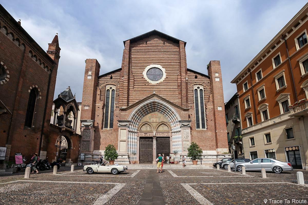 Parvis extérieur de la Basilique Sant'Anastasia de Vérone - Piazza Chiesa San Pietro da Verona in Santa Anastasia Basilica
