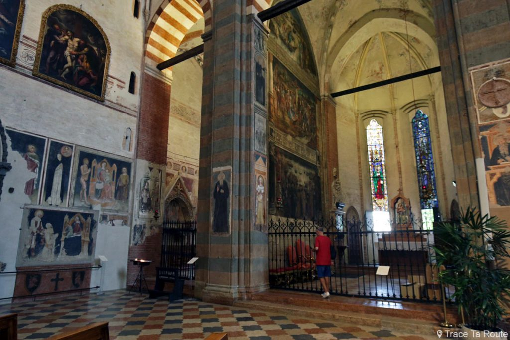 Chapelle Salerni, Chapelle Lavagnoli - Intérieur de la Basilique Sant'Anastasia de Vérone - Chiesa San Pietro da Verona in Santa Anastasia Basilica