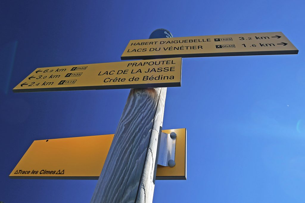 Panneau itinéraires randonnée Sous la Cime de la Jasse au-dessus de Prapoutel Les 7 Laux, Belledonne