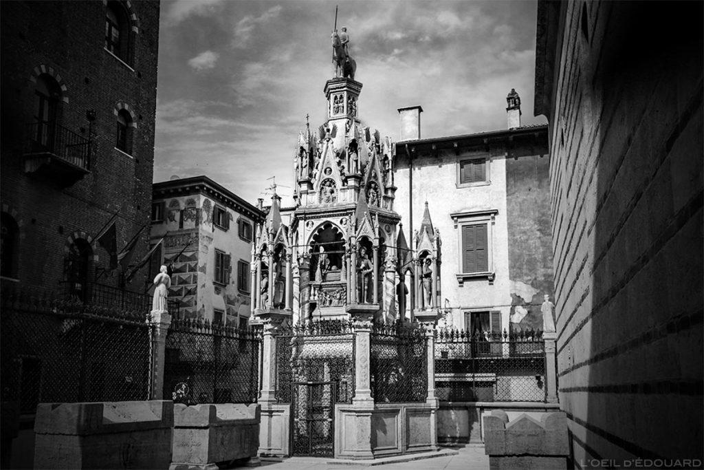 L'église Santa Maria Antica et le tombeau de Cangrande Ier della Scala à VÉRONE