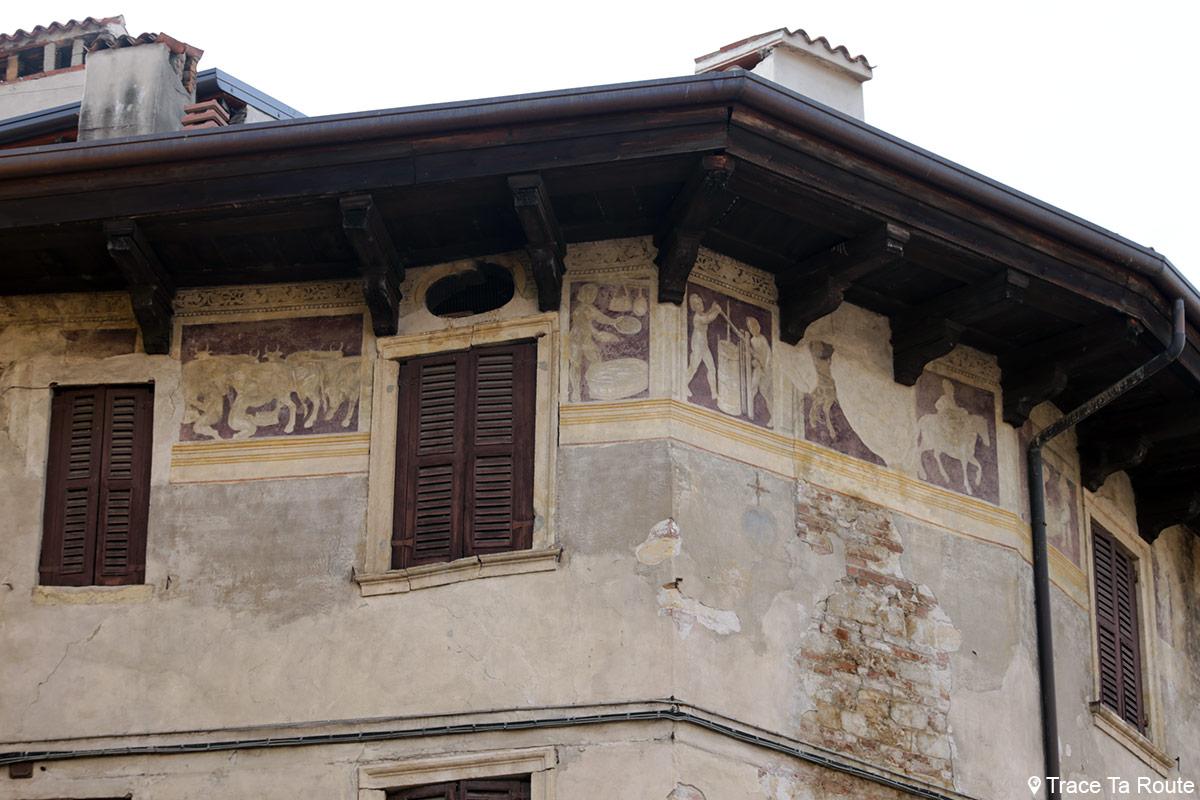 Vérone - Fresques sur un bâtiment Via Ponte Pietra Verona