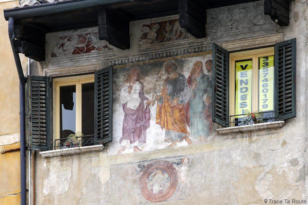 Fresque sur une façade de la PIAZZA DELLE ERBE de VÉRONE