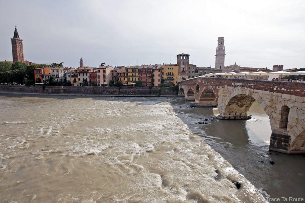 Le fleuve Adige et le Pont Pietra à Vérone - Ponte Pietra Verona