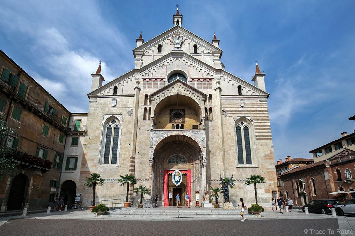 Extérieur façade Cathédrale Santa Maria Matricolare de Vérone - Duomo di Verona