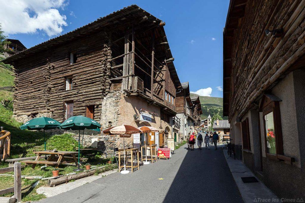 Chalets dans le village de Saint-Véran, Queyras (Hautes-Alpes)