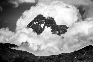 Le Mont Viso (Italie) dans les nuages