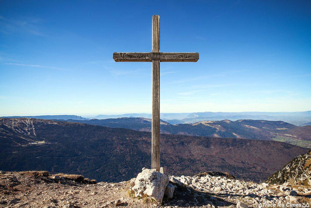 Croix au sommet du Mont Colombier, Massif des Bauges Savoie