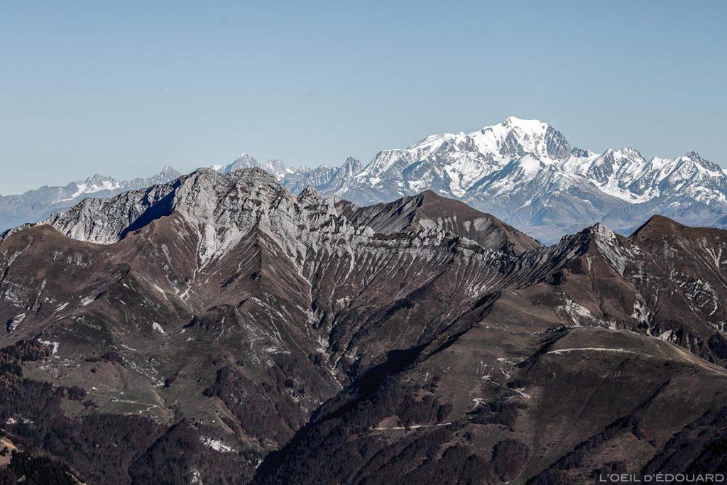 L'Arcalod et le Mont Blanc, vue au sommet du Mont Colombier, Massif des Bauges Savoie