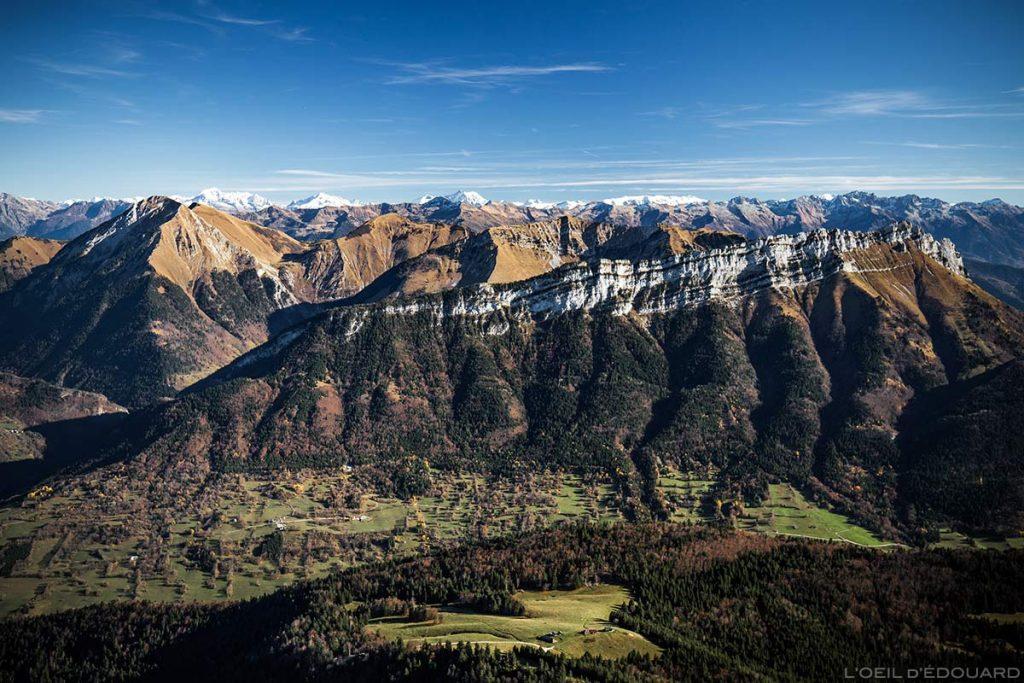 Le Pécloz et l'Arclusaz, vue au sommet du Mont Colombier, Massif des Bauges Savoie