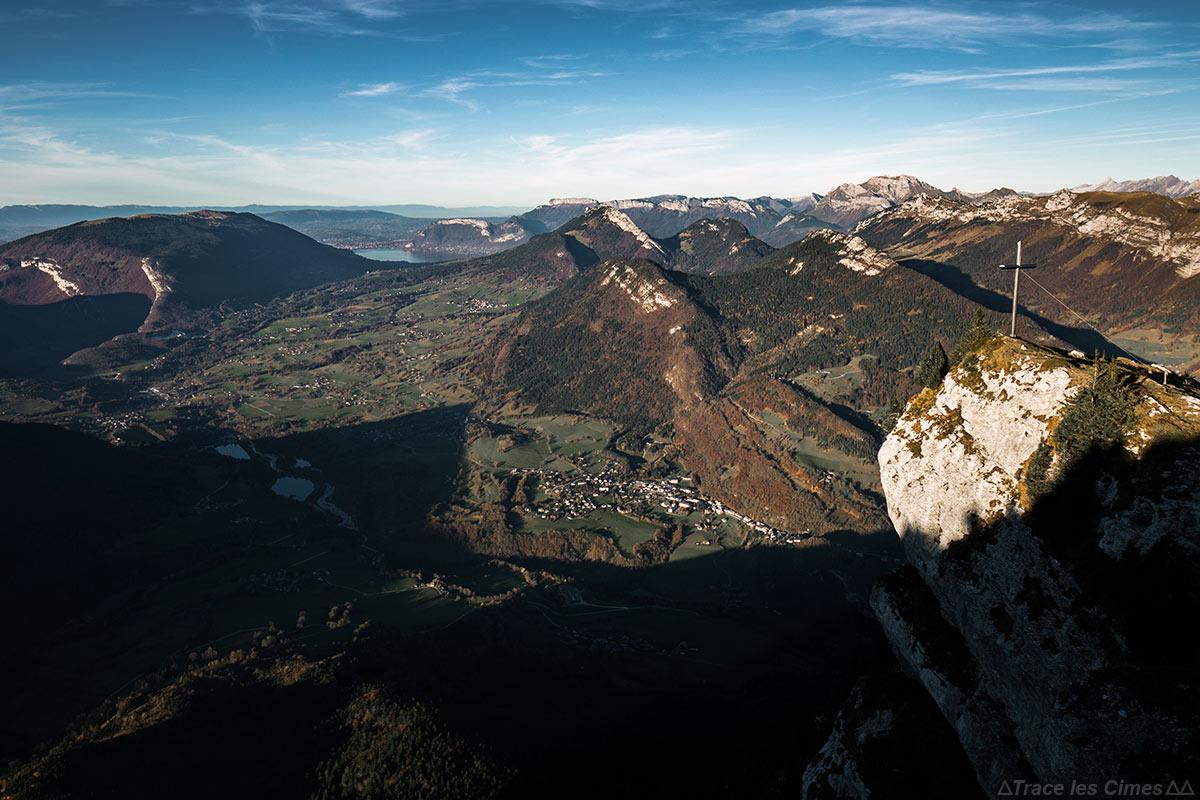 Le Nord du Massif des Bauges, Le Lac d'Annecy et les Bornes-Aravis depuis la Dent de Rossanaz, Massif des Bauges Savoie