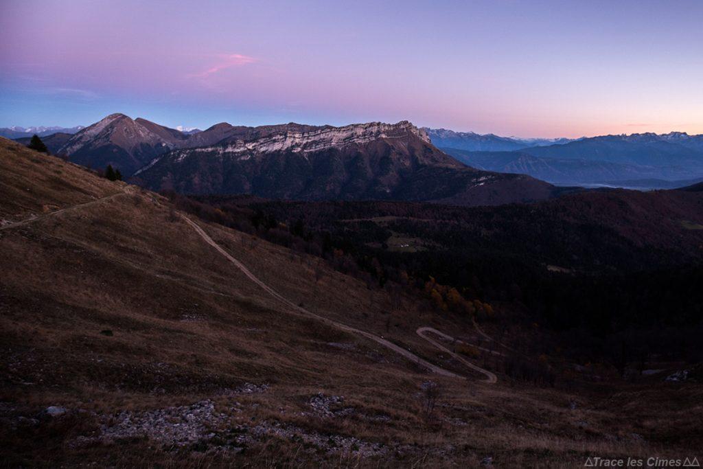 Massif des Bauges, Savoie : Pécloz et Arclusaz au crépuscule