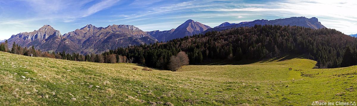 Les Chalets de la Fullie et les montagnes du Massif des Bauges, Savoie : Trélod, Arcalod, Pécloz et Arclusaz