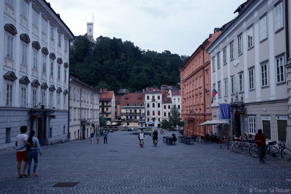 La Place Novi trg de Ljubljana, Slovénie