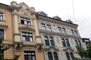 Architecture façade d'un bâtiment dans la rue Wolfova ulica de Ljubljana, Slovénie