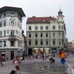 La Place Prešernov trg de Ljubljana et la Hauptmannova hiša, Slovénie - Slovenia / Slovenija