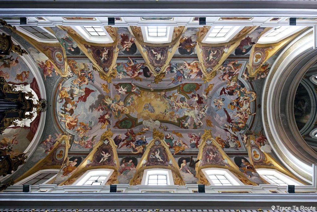 Plafond fresque en trompe-l'oeil à l'intérieur de la Cathédrale Saint-NicolasStolnica svetega Nikolaja de Ljubljana, Slovénie