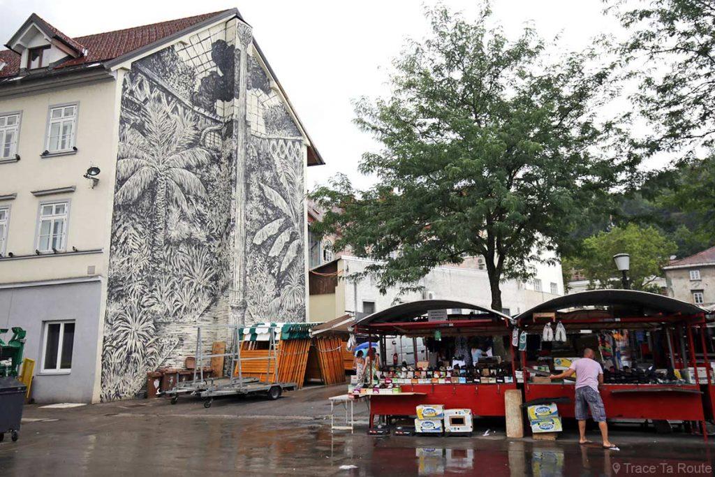Fresque sur la façade d'un immeuble, Place du Marché Vodnikov trg de Ljubljana, Slovénie