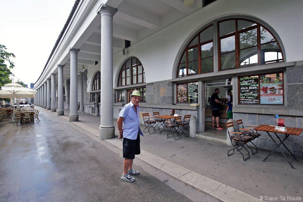 Arcades du marché couvert place Vodnikov trg de Ljubljana, Slovénie