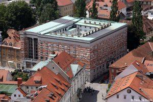 La Bibliothèque Nationale et Universitaire depuis la Tour de Guet du Château Ljubljana Grad, Slovénie
