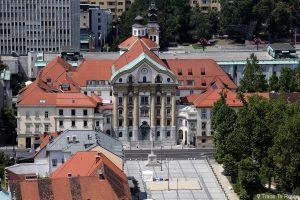 L'Église Ursuline de la Sainte-Trinité depuis la Tour de Guet du Château Ljubljana Grad, Slovénie