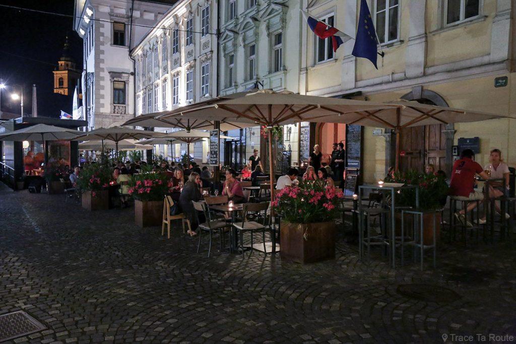 Terrasses de restaurants sur Mestni trg à Ljubljana, Slovénie