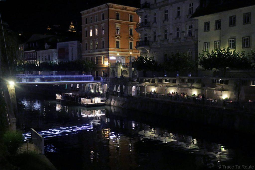La rivière Ljubljanica avec le quai de Ljubljana la nuit, Slovénie - Slovenia Ljubljana by night
