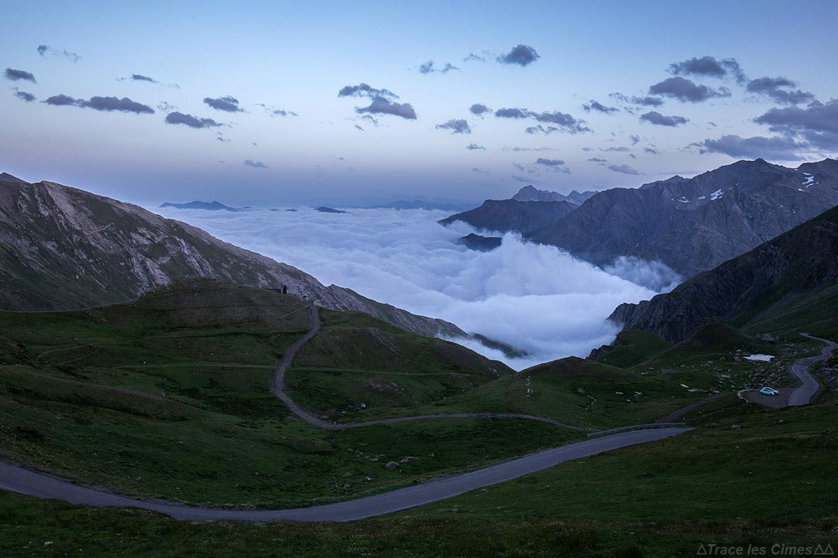 Crépuscule et mer de nuages italienne depuis le Col Agnel, Queyras (Hautes-Alpes)
