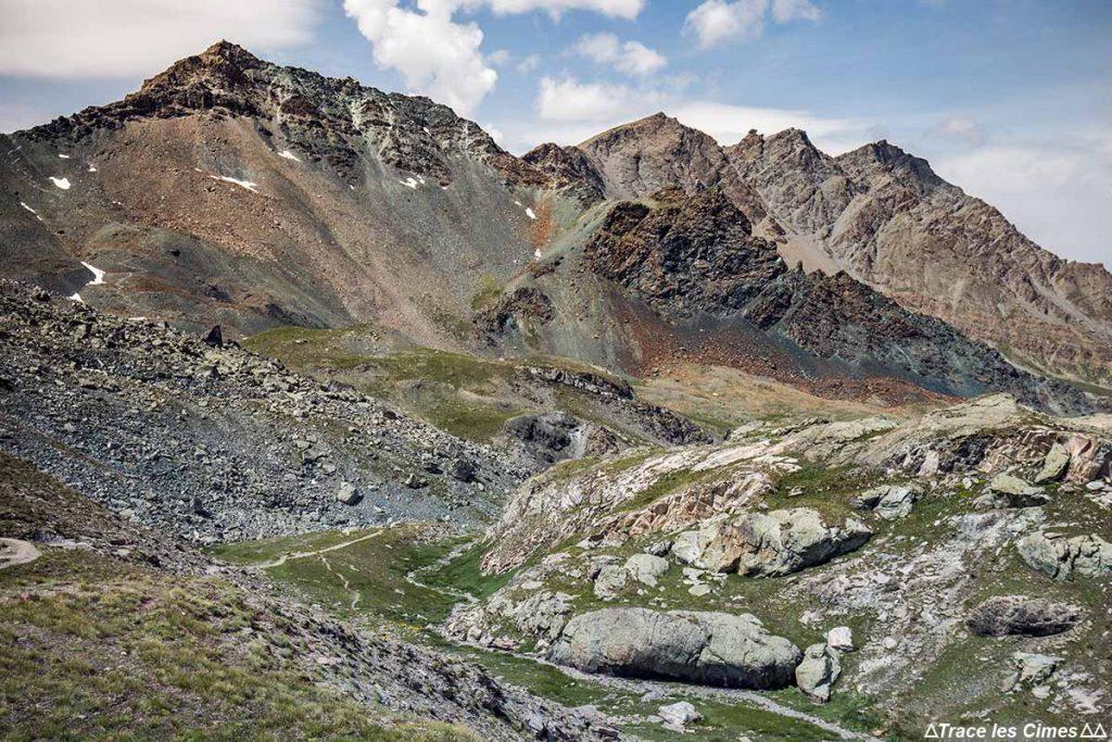 Roches oxydées du Pic de la Farnéiréta et la Tête de Longet, Queyras (Hautes-Alpes)
