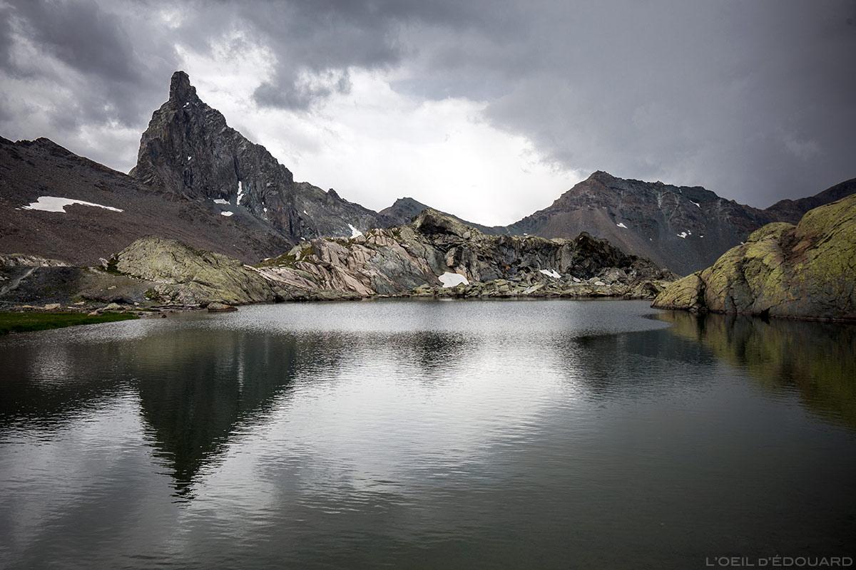 Lac Supérieur des Lacs Blanchets avec la Tête des Toiles et le Pic de la Farnéiréta en arrière-plan - Queyras, Hautes-Alpes