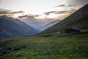 Coucher de soleil au Refuge Agnel - Queyras, Hautes-Alpes © L'Oeil d'Édouard