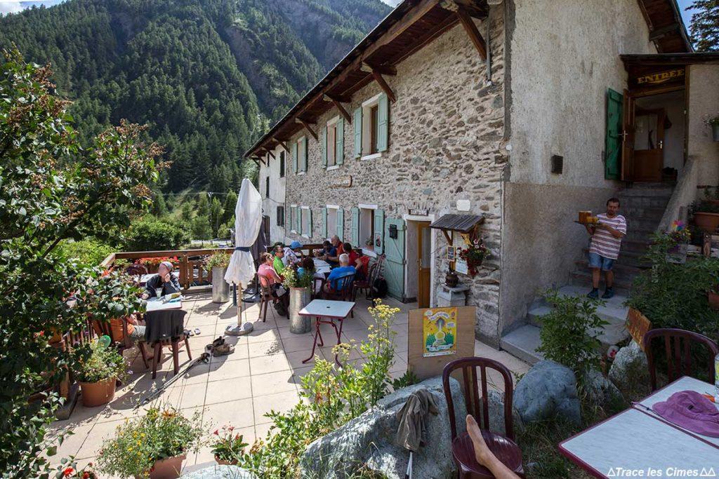 Terrasse extérieure du Gîte d'étape de La Monta, Queyras